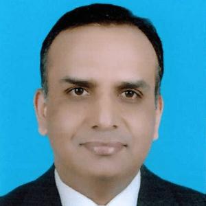 <a href='http://www.kuwaiteyecenter.com/medical-team/#memberno2'>Dr. Seemant Raizada</a>